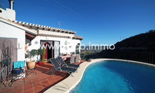 For sale Typical villa with private pool and sea view