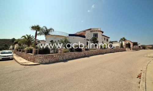 For sale Exceptional 5 bedroom villa with pool and sea views in Monte Pego