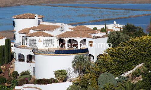 For sale Large 5 bedroom villa with separate apartment on Monte Pego